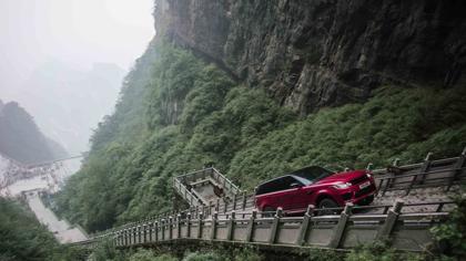"""Range Rover se atreve a subir hasta la """"Puerta del Cielo"""" en China"""