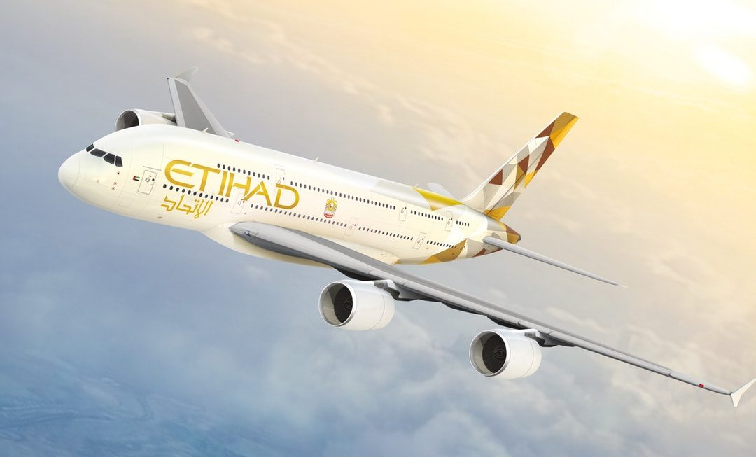 Etihad Aviation y Avis Budget anuncian una alianza exclusiva y a nivel mundial