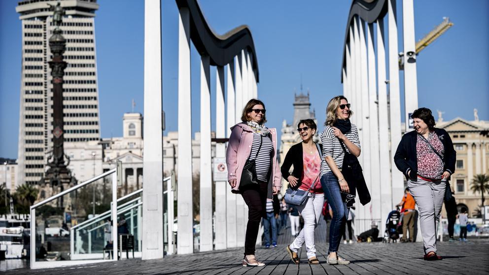Barcelona recibe más turistas extranjeros y dejan más dinero que respecto al año pasado