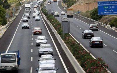 En qué casos se puede adelantar por la derecha con el coche