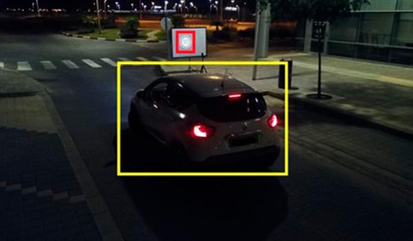 Engañan al coche autónomo con drones que proyectan señales de tráfico imperceptibles por el ojo humano