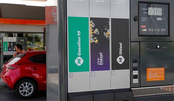 Operación salida: por qué gastarás más en combustible si el petróleo está más barato