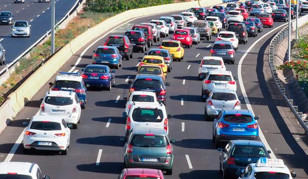 En Tenerife no hay carretera para tanto coche: casi uno por habitante