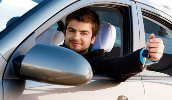 Dormir y otros motivos «extraños» para alquilar un coche