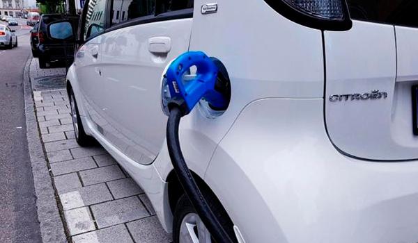 ¿Hay alternativas en el futuro de la movilidad sostenible más allá de los coches eléctricos?
