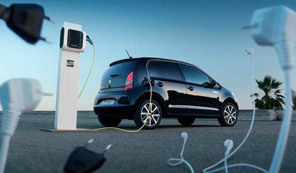 ¿Sabes diferenciar un coche eléctrico de uno híbrido enchufable?