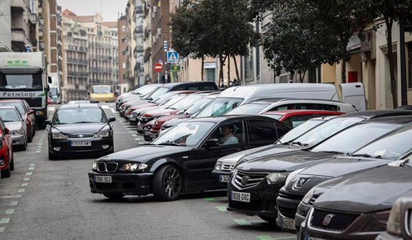 Los coches sin distintivo ambiental no podrán aparcar en la zona SER de Madrid desde principios de año