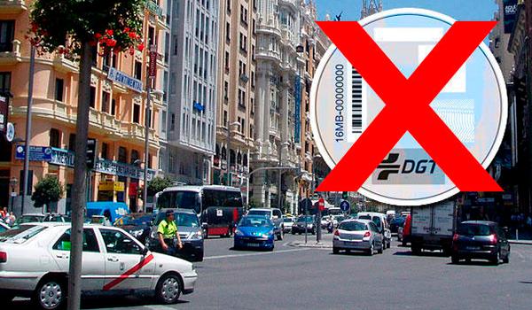 ¿Pueden aparcar y circular los coches sin etiqueta de la DGT en Madrid Central?
