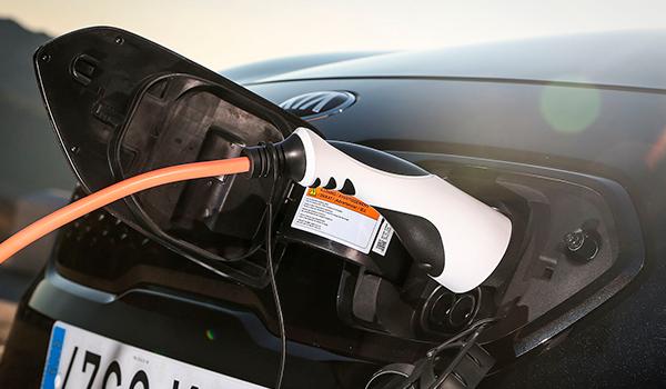Europa necesita 44 millones de eléctricos rodando y 3 millones de puntos de recarga para cumplir con los objetivos de 2050