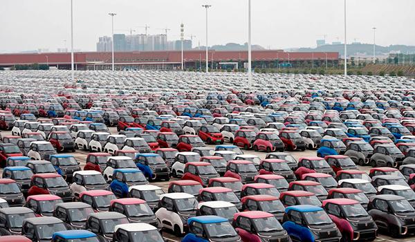 Las matriculaciones de vehículos caen un 6% en febrero y encadenan dos meses a la baja