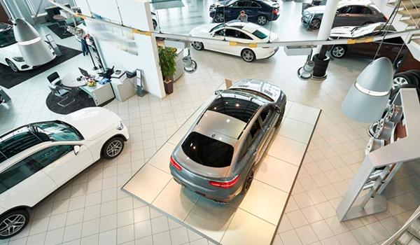 El Gobierno estudia un plan de ayudas a la compra de coches eléctricos y de combustión, dotado de 300 millones de euros