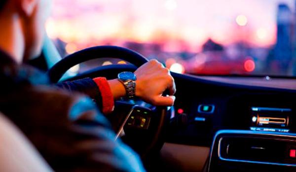 Alquilar un coche híbrido: cinco consejos imprescindibles