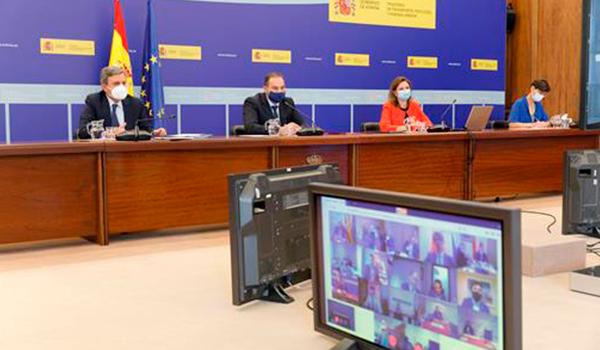 Ábalos anuncia a los consejeros de Transporte la creación de un Sistema Nacional de Movilidad