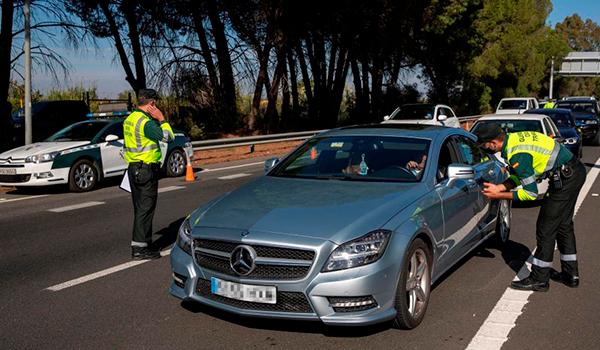 Andalucía aumenta las restricciones y reduce al máximo la movilidad