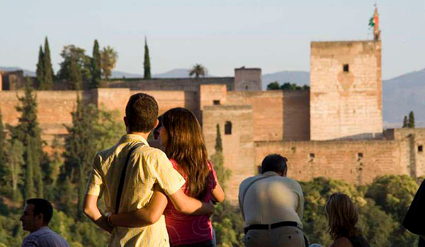 Andalucía pone en marcha un seguro de viajes para fomentar el turismo